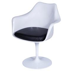 Cadeira Almofadada com Braços Saarinen Branca E Preta - Ór Design