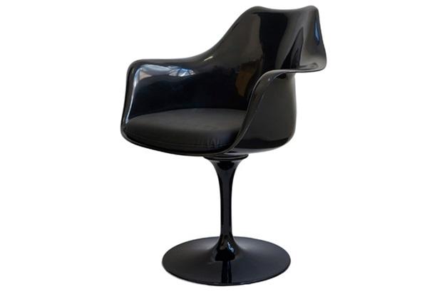 Cadeira Almofadada com Braços Saarinen Preta - Ór Design