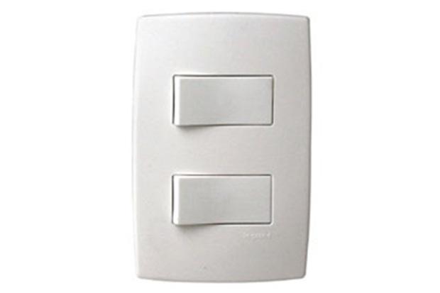 Interruptor Simples E 1 Paralelo com Placa Pialplus Ref. 612101 - Pial Legrand